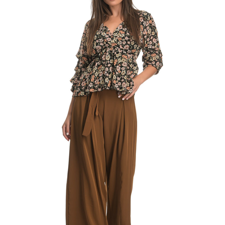 Ψηλόμεση παντελόνα με ζώνη σε καφέ χρώμα