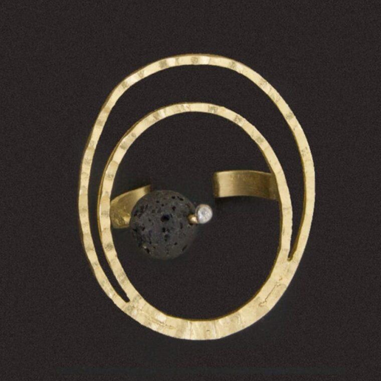 Δαχτυλίδι ασημί με μαύρη διακοσμητική πέτρα στο κέντρο