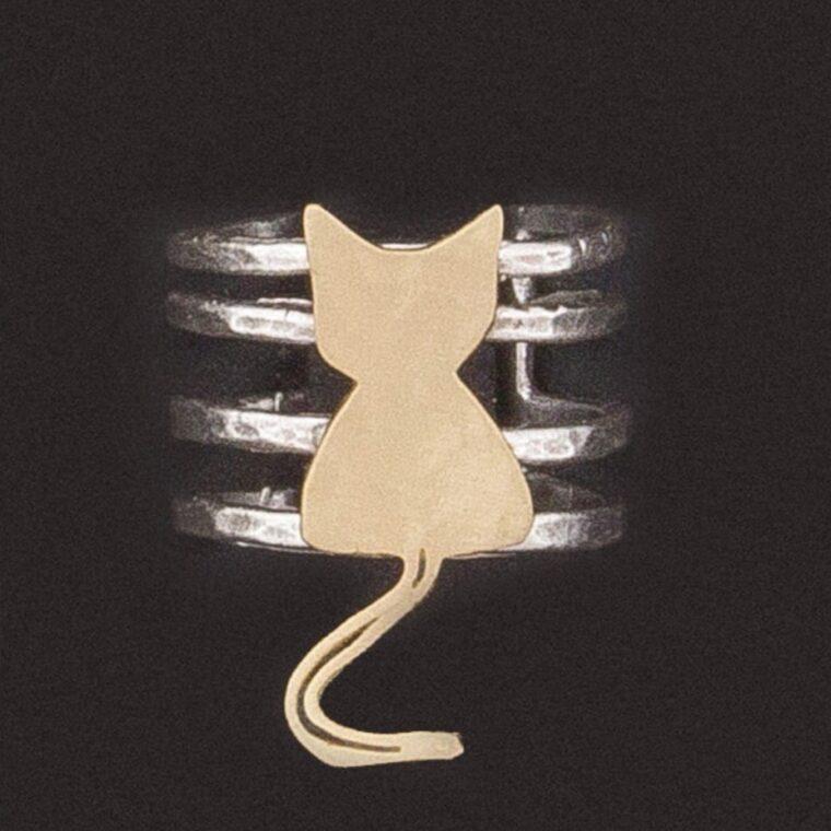 Δαχτυλίδι ασημί με σχέδιο χρυσό γατάκι