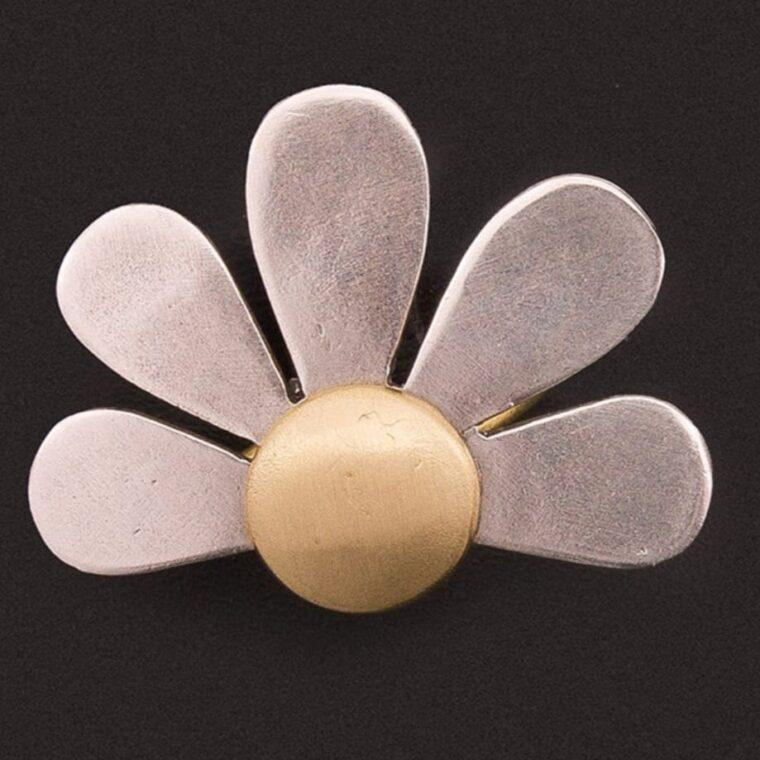 Δαχτυλίδι με σχέδιο ασημί λουλούδι με χρυσό χρώμα στο κέντρο του