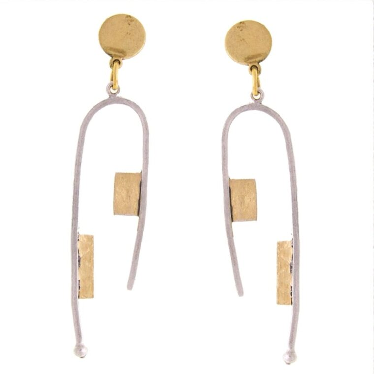 Σκουλαρίκια μακριά ασημί με χρυσές λεπτομέρειες