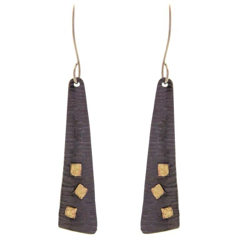 Σκουλαρίκια μακριά μαύρα με χρυσές λεπτομέρειες