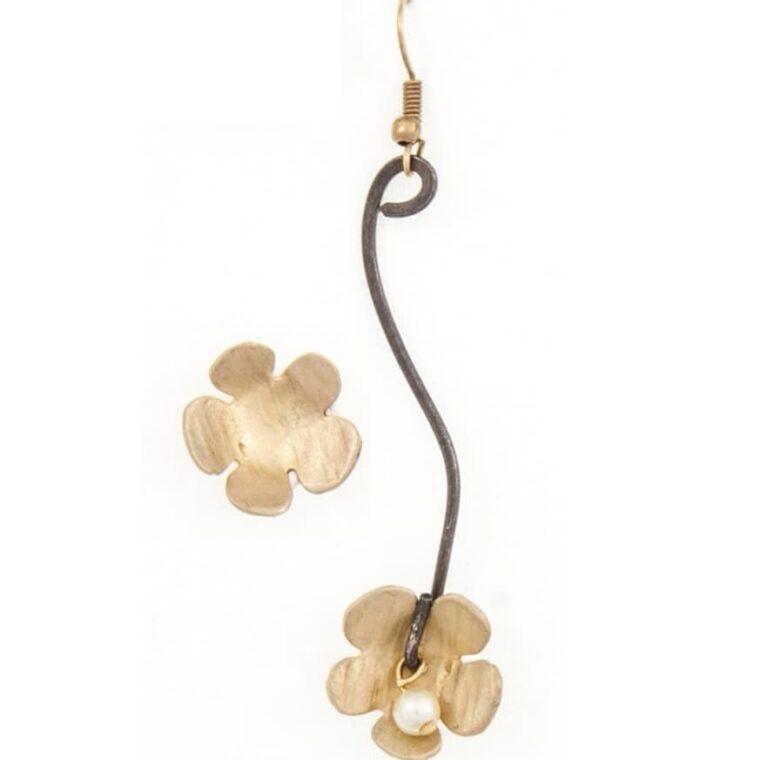 Σκουλαρίκια με σχέδιο λουλουδάκια
