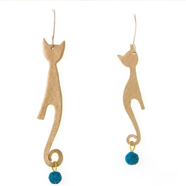 Σκουλαρίκια μακριά με χρυσά γατάκια και διακοσμητικές πέτρες