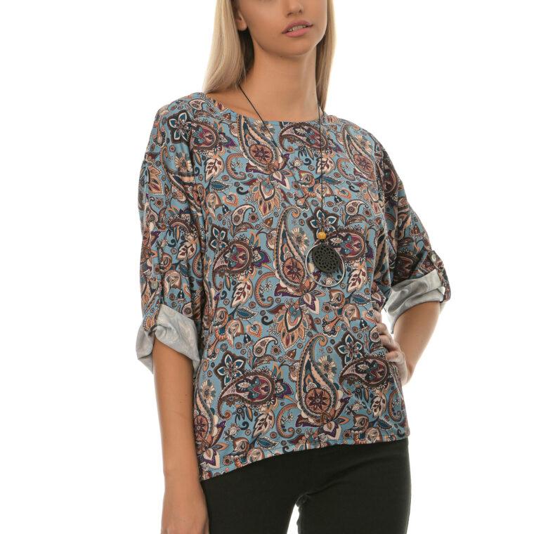 Μπλούζα με μοτίβο λαχούρι και κολιέ γαλάζια
